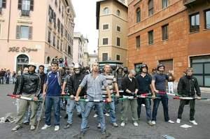 Scontri a piazza Navona tra studenti di destra e di sinistra