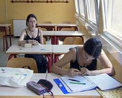 scuola-studentesse-superiori-ai-banchi1