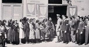 2 giugno 1946  fila divisa per votare