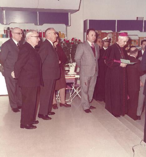 I Campanelli, il vescovo Carlo Maccari e si intravede il comandante dei vigili urbani Carlo Nicoletti