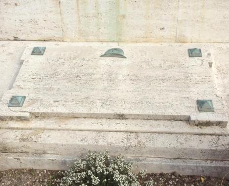 monumento ai caduti base