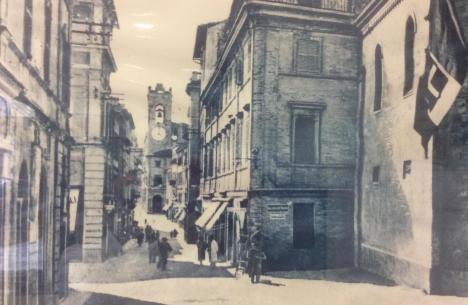 Carbonari Luciano Arredo Bagno.Sandro Campanelli Con Paola Andreoni